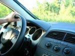 kierowca samochodu za kierwonicą
